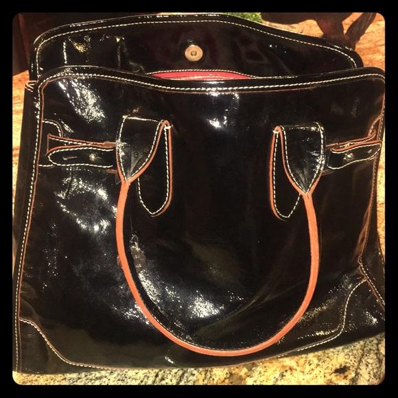 Dooney & Bourke Handbags - 😍‼️Dooney & Burke black patent purse ❤️😍